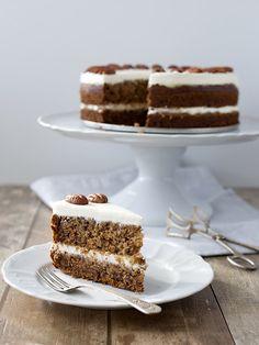 Obrázek z Recept - Humming bird cake - dort kolibřík Hummingbird Cake, Bird Cakes, Sweet Cakes, Dessert Recipes, Desserts, Vanilla Cake, Tiramisu, Ethnic Recipes, Food
