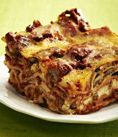 Slow Cooker Lasagna with Ground Beef, Mushrooms and Roasted Garlic. Yum!