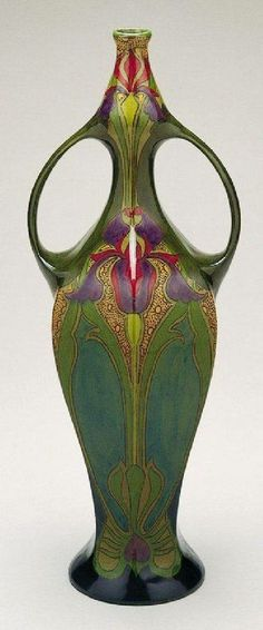antique Art Nouveau - beautiful iris vase ~ I know this is a vase, but it is SO amazingly beautiful. I love art nouveau! Bijoux Art Nouveau, Art Nouveau Jewelry, Belle Epoque, Cristal Art, Design Art Nouveau, Jugendstil Design, Glas Art, Alphonse Mucha, Vases