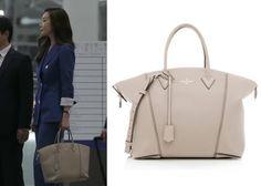 "Choi Ji-Woo 최지우 in ""Temptation"" Episode 1.  Louis Vuitton Soft Lockit Bag #Kdrama #Temptation #유혹 #ChoiJiWoo"