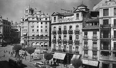Puerta Real. Acera del Casino. Teatro Isabel La Católica, años 50