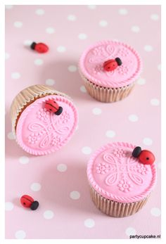Cupcakes made with a Nigella Lawson recipe. The decoration is from rolled fondant made with the lifeloop springerle mould. I just added a fondant ladybug, and look how cute these cupcakes are. Adorable :)