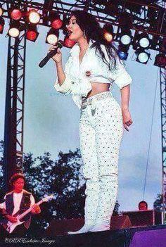 pinterest × @yvngena Selena Quintanilla Perez, Divas, Selena And Chris, Selena Pictures, Celebs, Celebrities, Style Icons, Beautiful People, Singer
