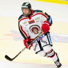 Ishockeyspelaren Sebastian Collberg från Mariestad blev i helgen dubbel SM-guldmedaljör med Frölunda Indians J18 och J20-lag. Dessutom är han uttagen för ...