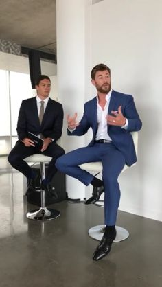 All about Chris Hemsworth Best Mens Fashion, Mens Fashion Suits, Mens Suits, Chris Hemsworth Thor, Formal Men Outfit, Stylish Mens Outfits, Men Style Tips, Well Dressed Men, Gentleman Style