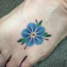 Lovely Forget Me Not Flower Tattoo Designs Little simple single forget me not foot tattoo Blue Flower Tattoos, Flower Tattoo Designs, Pretty Tattoos, Cool Tattoos, Beautiful Tattoos, Forearm Tattoos, Sleeve Tattoos, Forget Me Not Tattoo, Knot Tattoo