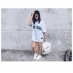 A blogueira e youtuber Amanda Pontes tem um estilo totalmente Swag que me inspira muito então,aí vai algumas fotos para inspirar a vocês também.