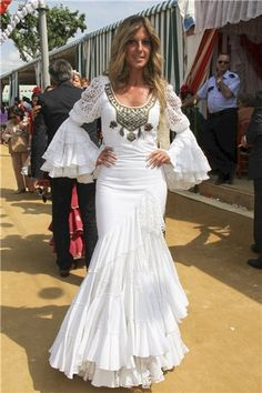 Would like this style in lace but would not have the sleeves Boho Wedding Dress, Boho Dress, Wedding Dresses, Flamenco Costume, Flamenco Dresses, Spanish Dress, Daily Dress, 1950s Fashion, Traditional Dresses