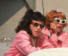 Jamie Donnelly als Jan & Didi Conn als Frenchy Grease - Bildung Ideen & DIY 80s Aesthetic, Aesthetic Collage, Aesthetic Vintage, Aesthetic Photo, Aesthetic Pictures, Aesthetic Movies, Bedroom Wall Collage, Photo Wall Collage, Picture Wall
