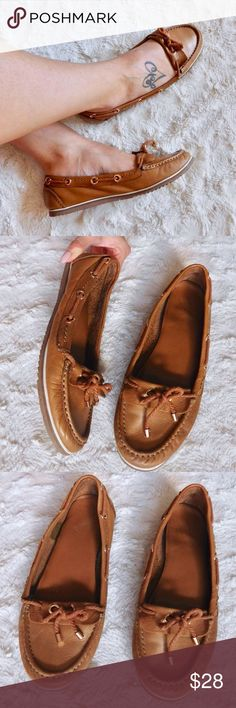 """Aldo Loafer Moccasin Flats In excellent-used condition, worn gently but no flaws. The inner lettering that says """"Aldo"""" has rubbed off, and the lettering that said the size has also rubbed off. But they fit like a size 7.5. Very comfortable and cute shoes. Leather upper/man-made sole. Smoke/pet free home. Ask all questions before buying. NO trades ❌🙅🏻 Bundle for a discount 🎉 Aldo Shoes Flats & Loafers"""