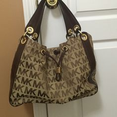 Michael kors monogram bag No marks or stains, practically brand new. Worn few times Michael Kors Bags Shoulder Bags