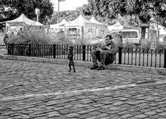 FOTOS SIN PORQUE: La foto disparador de recuerdos. #Fotos Blanco y Negro,#Fotografía Callejera,#Gente en el paisaje urbano,#Recuerdos de infancia.