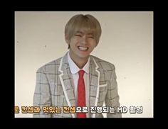 Ahh esa sonrisa enamora Bts Taehyung, Bts Bangtan Boy, Bts Jimin, Jhope, Bts Memes, J Hope Dance, Kpop Gifs, Bts Funny Videos, K Pop