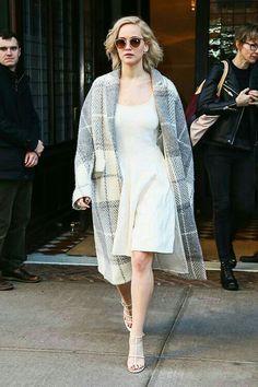 Jenifer Lawrens, Jennifer Lawrence Style, Simple Street Style, Flattering Outfits, Nice Dresses, Celebrity Style, Celebrity Outfits, Vogue, Style Inspiration