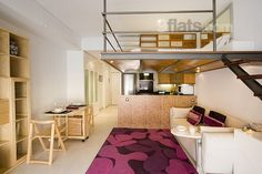 Everything from the entrance to the building to the loft itself is modern, bright and greets you with a friendly, warm glow. Centrally located, this flat is perfect for 4 guests and only costs €99/night