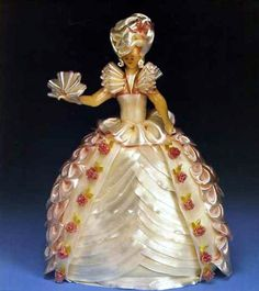 Sugar Pulling and Sugar Blowing by Ewald Notter Amazing Food Art, Amazing Recipes, Blown Sugar Art, Pulled Sugar Art, Fantasy Cake, Food Sculpture, Creative Food Art, Doll Cakes, Chocolate Sculptures