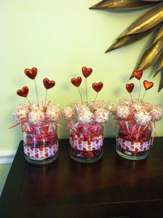 <3 Valentines Day Cake Pops | Yummies