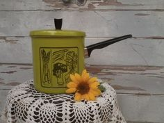 Check out this item in my Etsy shop https://www.etsy.com/listing/161357479/bright-green-cooking-pot-retro