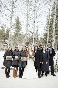 4811e0bb13f905 cosy bridal party at a winter wedding! Ski Wedding