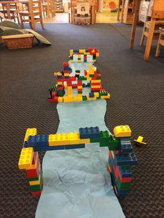 Building bridges out of LEGOs STEM activity in preschool. Children drew blue prints and then built over a river! Preschool Lessons, Preschool Classroom, Kindergarten Activities, Lego Duplo, Construction Theme Preschool, Block Area, Block Center, Lego Activities, Morning Activities