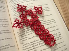 Tatted bookmark - red cross, Religious Bookmark, Bible bookmark by MariAnnieArt on Etsy #mariannieart #etsy #bookamark #bookworm #booklovergift #geekgift #Tattedbookmark #tattinggift #nerdgift