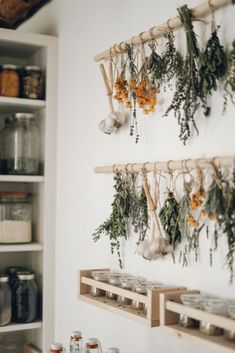 Simple DIY Herb Drying Rack For Your Garden Herbs - - Learn how to dry your own herbs with this simple wooden herb drying rack. The perfect homemade drying rack for herbs from your summer garden harvest. Herb Drying Racks, Drying Herbs, Herb Rack, Wooden Drying Rack, Hanging Drying Rack, Diy Simple, Easy Diy, Simple Home, Küchen Design