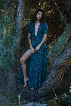 Tularosa Jace Wrap Dress In Deep Viridian Timeless Photography, Sara Sampaio, Good Looking Women, Girl Smoking, Brunette Beauty, Barbara Palvin, Dressed To Kill, Fashion Models, Mens Fashion