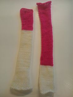 Our knitting machine gaves warm slieves for someone who had cold arms by her ( too wide) jacked. Very smart.