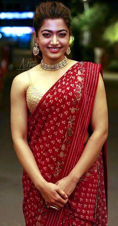 Beautiful Bollywood Actress, Girl Body, Indian Beauty Saree, Saree Collection, Cool Outfits, Sari, Vogue, Actresses, Twitter