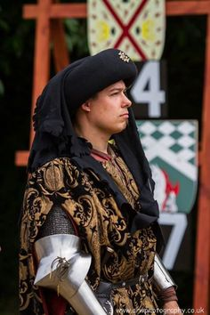 Ben van Koert anxiously waits to see if he has made it into the finals at Arundel Castle International Tournament by ARW Photography) from - The Jousting Life Medieval Life, Medieval Fashion, Historical Costume, Historical Clothing, Landsknecht, Early Middle Ages, Armor Concept, Body Shots, Fantasy Male