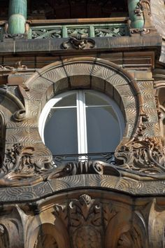 One of the Art Nouveau window at 29 Ave Rapp in Paris
