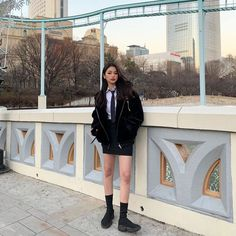 If you're someone who tends to be awkward in front of a camera, we have 10 easy, natural and effortless poses that even the most easily embarrassed and physically-awkward people can do without internally cringing. Korean Uniform School, School Uniform Shoes, School Uniform Fashion, School Uniform Girls, Korean Aesthetic, Aesthetic Girl, Ulzzang Korean Girl, Poses For Photos, Kawaii Clothes