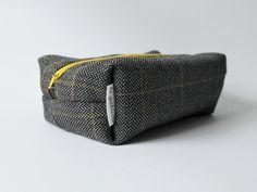 Kosmetyczka wełniana unisex w lagablotte na DaWanda.com / Wool unisex pouch on DaWanda.com Wallet, Fashion, Moda, Fashion Styles, Fashion Illustrations, Fashion Models, Purses