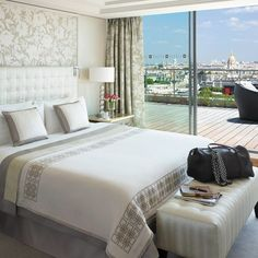 Guestroom with City View, Shangri-La Hotel Paris vossy.com