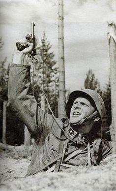 Matti Ranin vänrikki Kariluotona elokuvassa Tuntematon sotilas (1955) Dangerous Minds, Old Movies, Finland, Jon Snow, Old School, Literature, Nostalgia, How To Memorize Things, Fandoms