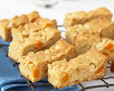 Apricot muesli bars are a terrific lunch box option for kids on the go. Full of nutritious ingredients, these muesli bars will give your kids energy. Kiwi Recipes, Lunch Box Recipes, Brunch Recipes, Snack Recipes, Lunchbox Ideas, Kidspot Recipes, Recipies, Baking Tins, Baking Recipes