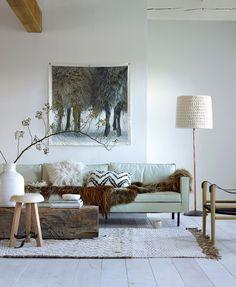 C'est la styliste Marianne Luning qui réalise pour VT Wonen cet intérieur à la décoration à la fois nature et tribale, qui donne à un espace une personnalité tout à fait unique; Photos : Tjit…