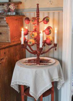Julträd var vanliga omkring 1870-1910-talet. Julträd var från början en sydsvensk tradition och de var målade på olika sätt.