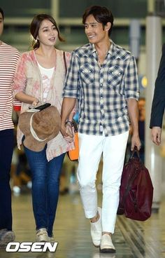 Lee Byung Hun Lee Min Jung are heading to Maldives for their honeymoon Korean Celebrity Couples, Asian Celebrities, Asian Actors, Korean Actresses, Korean Actors, Celebs, Jung So Min, Lee Minh Ho, Couple Moments