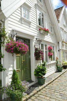 LANDHUIZEN DROOMHUIZEN On Pinterest Cottages Dream Homes And Tudor