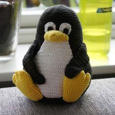 Som lovet i mit tidligere indlægom den hæklet Linux pingvin Tux, så kommer opskriften endelig her. Det skal siges, at det er første gang jeg laver en hækleopskrift på en større ting, så I må have mig undskyld hvis der…