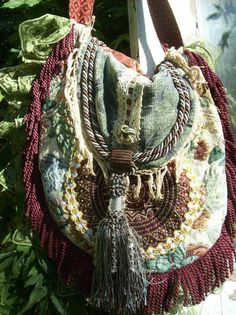 Teen shaman Yemaya in Spell For Sophia by Ariella Moon, always carries a vintage hippie purse. Bohemian Gypsy Hippie Magnolia Pearl Style Ethnic by Fairybelles Hippie Chic, Hippie Style, Looks Hippie, Estilo Hippie, Hippie Bohemian, Gypsy Style, Boho Gypsy, Bohemian Style, Boho Chic