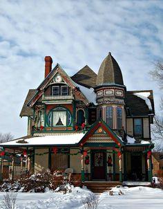 """architecture-junkie: """"Queen Anne Style Victorian Homes (Part """" Victorian Architecture, Beautiful Architecture, Beautiful Buildings, Beautiful Homes, Painted Lady House, Victorian Style Homes, Victorian Houses, Victorian Christmas, Vintage Houses"""