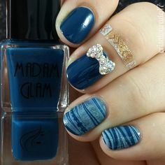Check out more swatches with this mesmerizing royal blue nail polish !