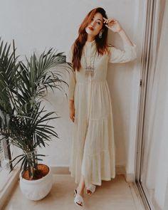 Stylish Dresses For Girls, Stylish Girls Photos, Stylish Girl Pic, Teen Photography Poses, Teenage Girl Photography, Indian Fashion Dresses, Indian Designer Outfits, Girl Photo Poses, Girl Poses