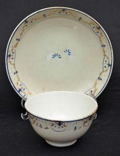Companhia das Índias bowl com pires, medindo 5 cm de altura por 9 cm de diâmetro leve bicado na bor