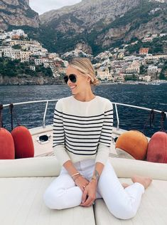 Blue Cruise Specialist. Yacht Charter Sardegna   Yacht Boutique Gulet Charter Italy. Www.yachtboutique.eu Gulet Charter Sardinia and Corsica. Boat Holiday cruise rental in Mediterranean Riviera with luxury Yacht and crew. Crewed Yacht Charter Italy. Yacht Rental France and Italy. #yachtcharter #charteryacht #travel #boatholiday #winetravel #woodboat #yachtholiday #yacht #boatrental #charterholiday #biketravel #Mediterraneanboatrental #Mediterraneanholiday #yachtrental #boathire #bluecruise Jeans Skinny Blanc, Looks Com Jeans Skinny, White Skinny Jeans, Preppy Mode, Preppy Style, Adrette Outfits, Casual Outfits, Casual White Jeans Outfit Summer, White Sweater Outfit