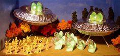 Make ready thy Easter Peeps art: Alien encounter tableau - Boing Boing #PEEPS