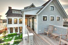 【日常的に屋外スペースを楽しむ】開放廊下とバルコニーでつながるリビングとベッドルーム   住宅デザイン