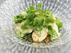 Салат из копченого цыпленка с соусом сациви
